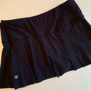 lululemon pleated black with gray stripes skirt